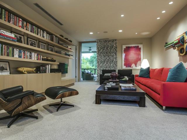 6035 Tulip Upstairs Living