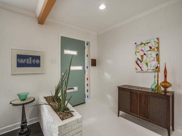 3356 Merrell Foyer