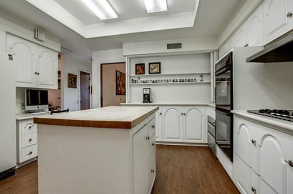 5333 Walnut Hill Lane kitchen