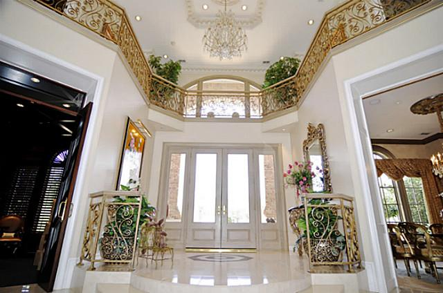 710 S White Chapel foyer
