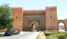 Uma das muitas entradas, numa das três muralhas de Bab Mansour