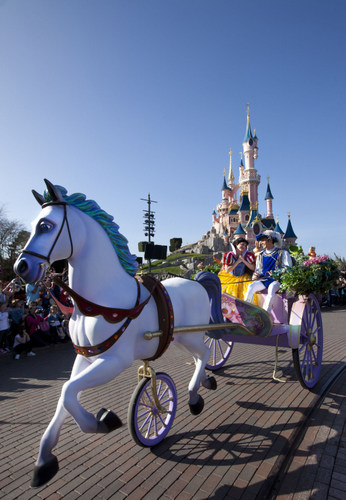 06-Disney_magic_on_Parade_4