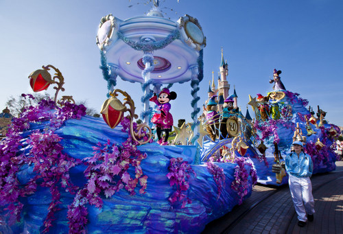 07-Disney_Magic_on_Parade_1