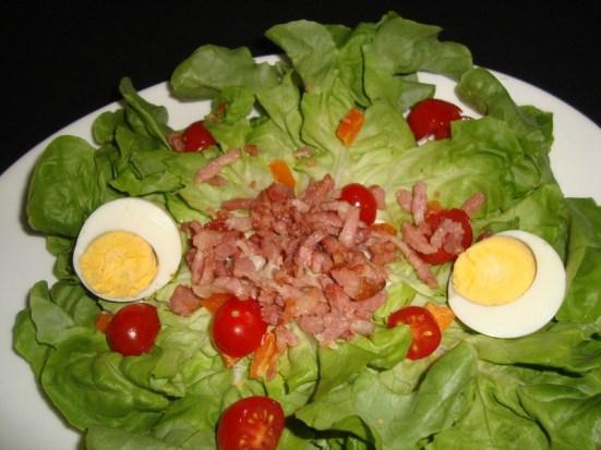 salade composée aux tomates cerise, mimolette et lardons.jpg
