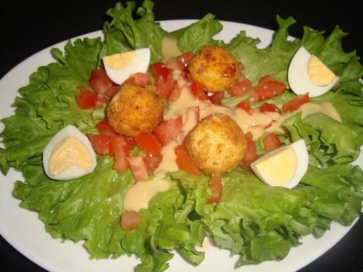 Salade avec ses boulettes de kiri pané2