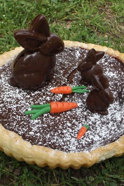 Tarte au chocolat de Pâques et ses lapins en chocolat façon CRUNCH