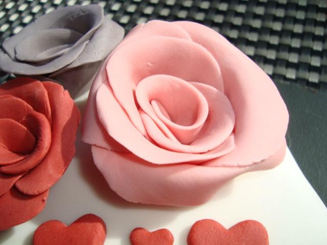 Comment faire une rose en pâte à sucre2