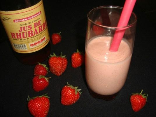 Milkshake fraise rhubarbe ( facile et rapide ) 2