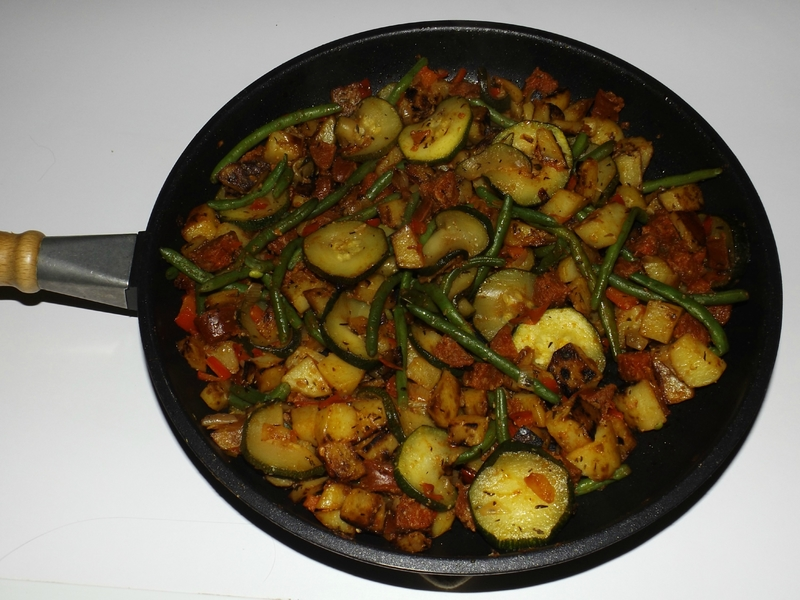 Poêlée de pommes de terre et de légumes façon basquaise