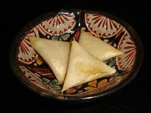mini-samoussa à la viande hachée et aux oeufs