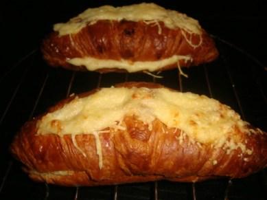 Croissant au jambon et au gruyère2