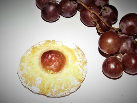 Nid d'amaretti aux raisins.jpg