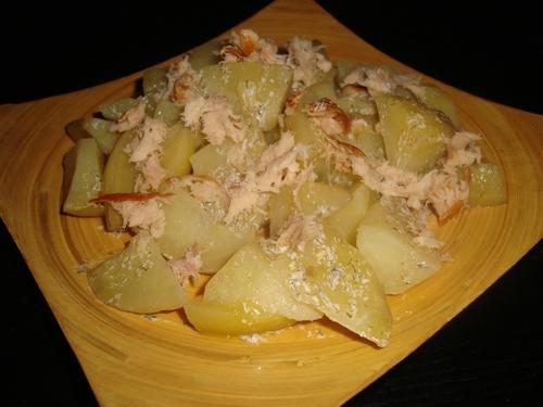 Salade de pommes de terre à l'aneth et filet de maquereau fumé.jpg