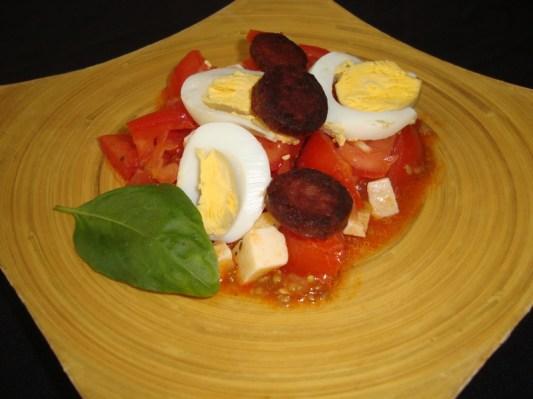 Salade de tomates basque.jpg