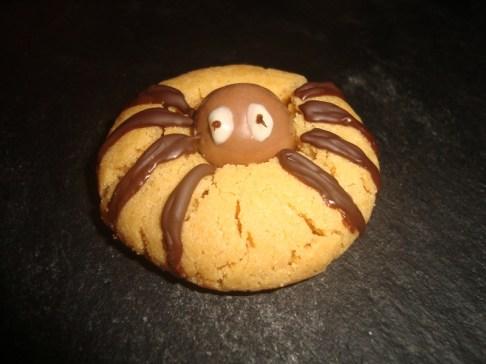 Cookies araignées au beurre de cacahuètes (Halloween)2