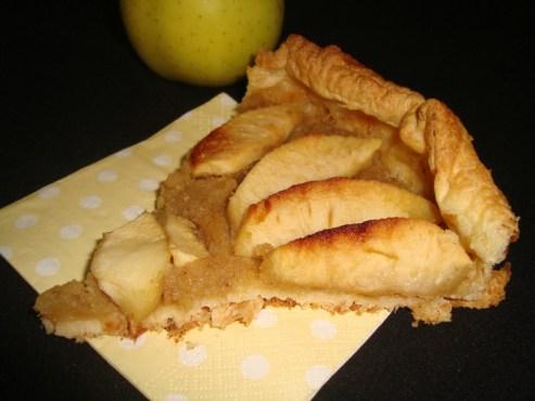 Tarte aux pommes et aux mûres blanches séchées.jpg