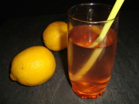 Eau aromatisée aux cerises et au citron ( detox water ).jpg
