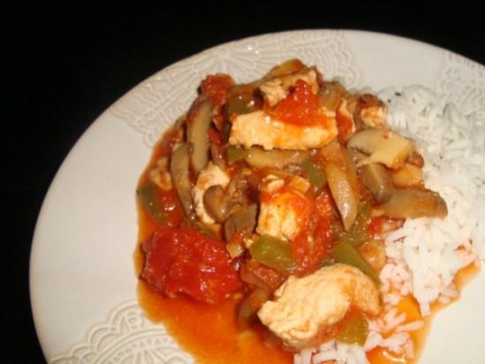 Escalopes de dinde à la tomate et aux champignons aux épices cajun.jpg