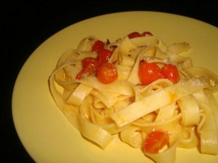 Pâtes aux tomates cerise et au basilic.jpg