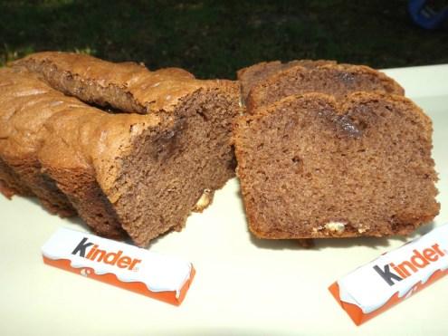 Cake au chocolat noir et aux barres Kinder.jpg