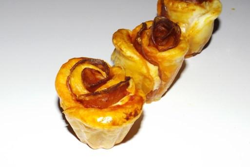 Rosaces feuilletées au chorizo et à la tomate