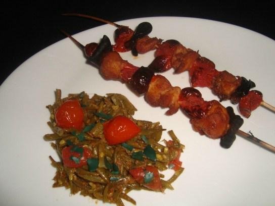Brochettes de poulet, de chorizo et de tomates cerise aux épices CAJUN
