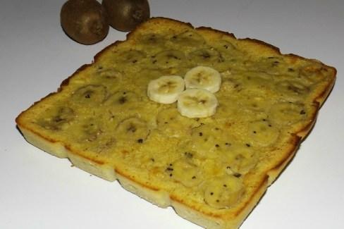 Clafoutis au lait de coco, à la banane et aux kiwis