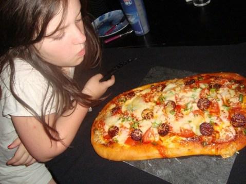 Pizza basque ( à la sauce sakari, chorizo et Ossau-Iraty )2