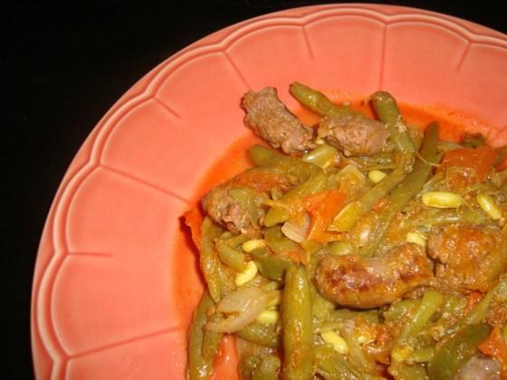 Poêlée de haricots verts aux tomates, aux merguez et aux épices.jpg