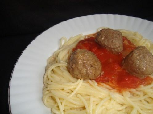 Spaghetti alla salsa di pomodoro ( à la sauce tomate )
