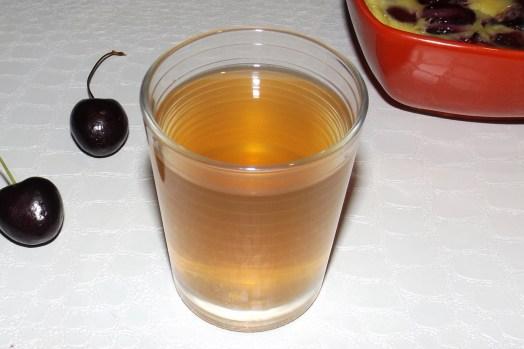 Thé glacé à la menthe et aux queues de cerises
