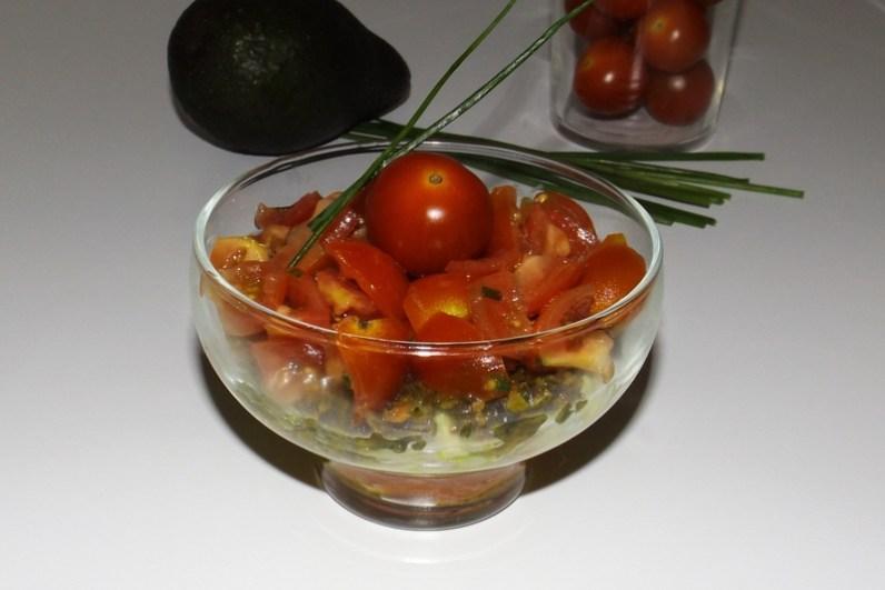 Truites fumées, avocat, tomates cerise et tartare d'algues ( en verrine )3