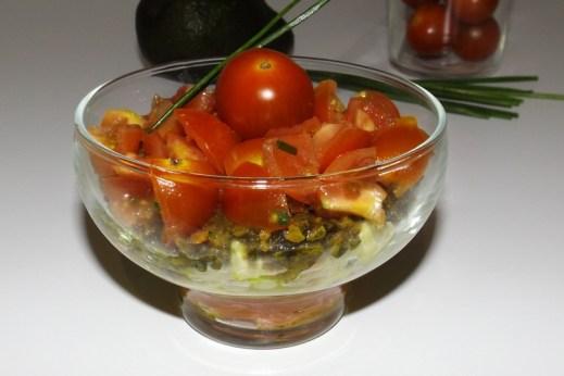 Truites fumées, avocat, tomates cerise et tartare d'algues ( en verrine )4