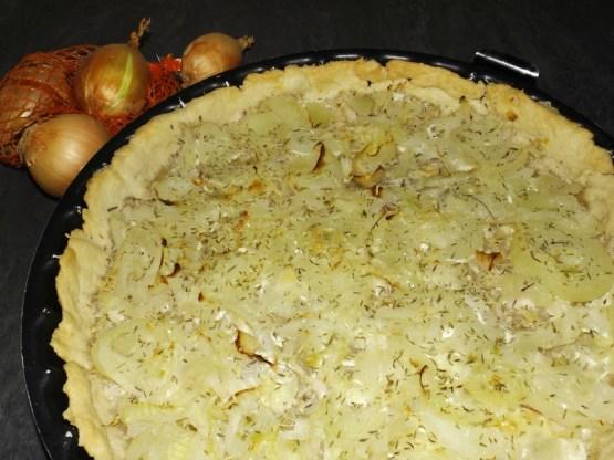 Tarte aux oignons et au fromage à l'ail et aux fines herbes.jpg