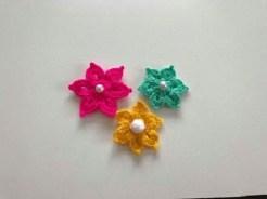 Tığ işi çiçek modeli