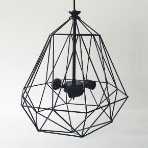Mon Design'ın İskandinav formlarından ilham alınarak tasarlanmış el yapımı lamba