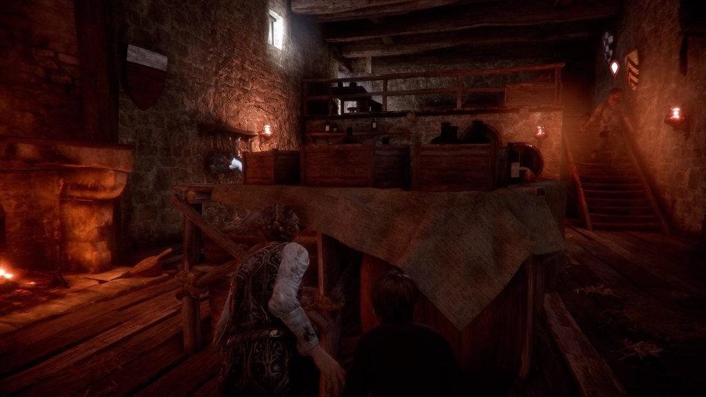 Amicia and Hugo squatting behind a table, objects that can be used to distract enemies highlighted on the left.