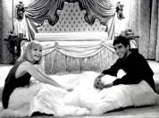 Michelle-Pfieffer-and-Al-Pacino-on-the-set-of-Scarface