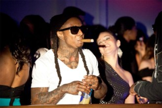 Lil-Wayne-smoking-cigar