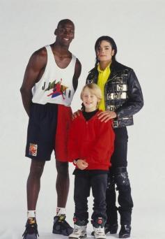 Michael-Jordan-Macaulay-Culkin-and-Michael-Jackson