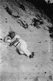 Albert-Einstein-slept-over-sand