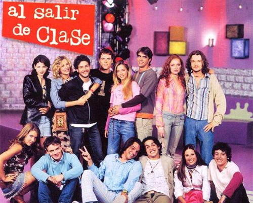 """Imagen promocional con el elenco de la serie """"Al salir de clase"""""""