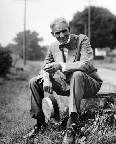 CIBASS Henry Ford sentado