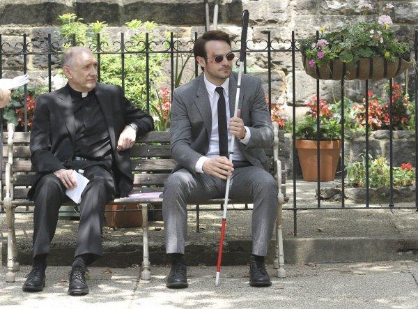 CIBASS Charlie-Cox-Daredevil-Bench