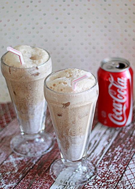 CIBASS Coca Cola con helado de Vainilla postre