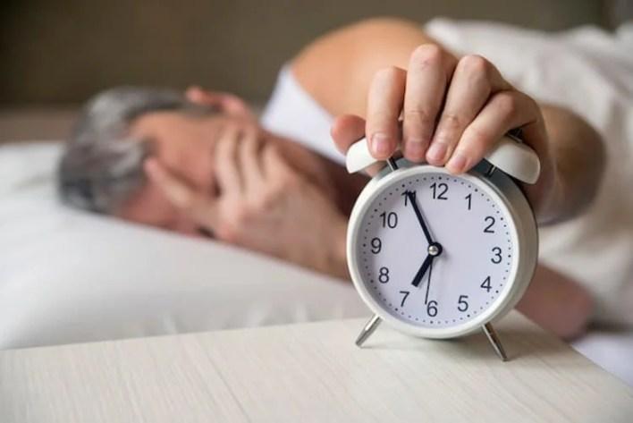 homme qui souffre de problème de sommeil