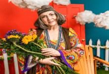 Une femme hippie de certain âge