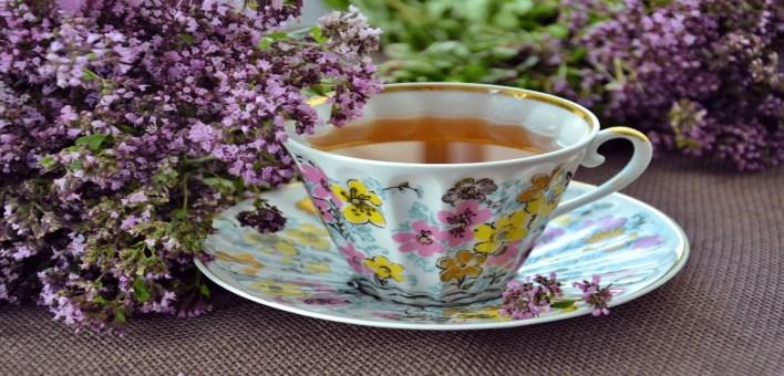 Une tasse de thé refroidie au cbd