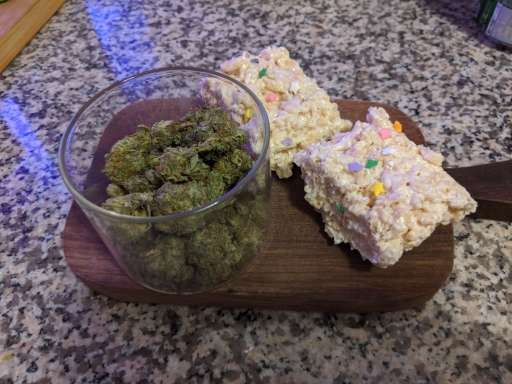 what cannabis edibles can be made with coconut oil, cannabis oil edibles, thc rice crispy squares, cannabis edibe recipe
