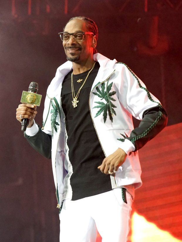 LOS ANGELES, CA - JUNE 22: Recording artist Snoop Dogg performs onstage at night one of the 2017 BET Experience STAPLES Center Concert, sponsored by Hulu, at Staples Center on June 22, 2017 in Los Angeles, California. (Photo by Bennett Raglin/Getty Images for BET)